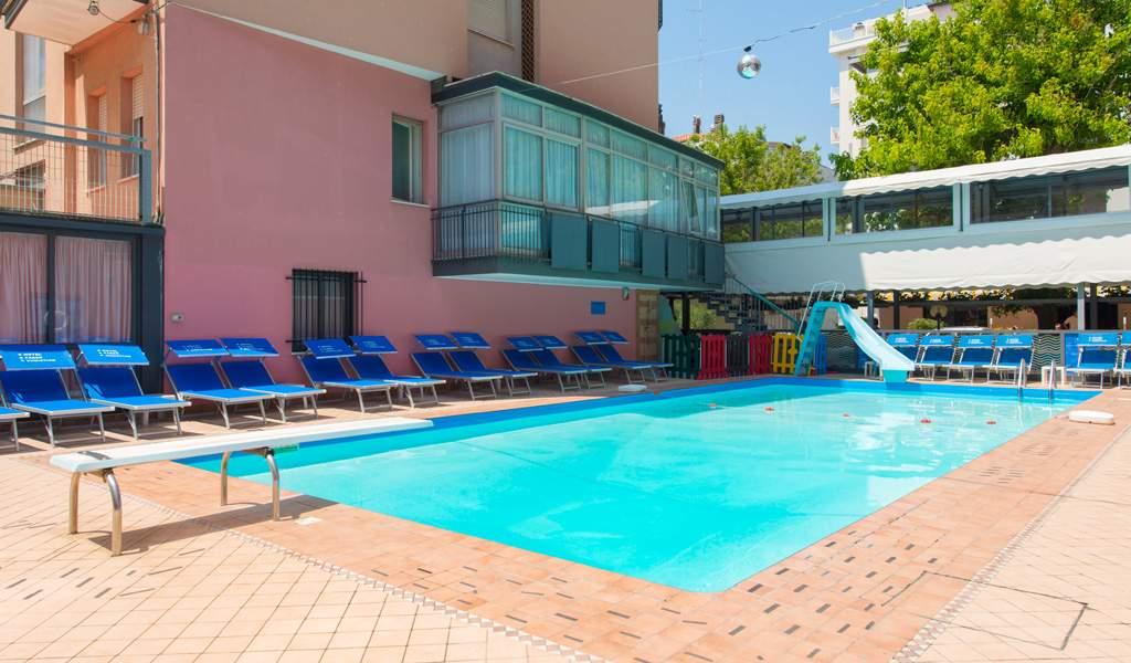 Hotel 3 stelle rimini con piscina hotel 2000 - Hotel rivazzurra con piscina ...